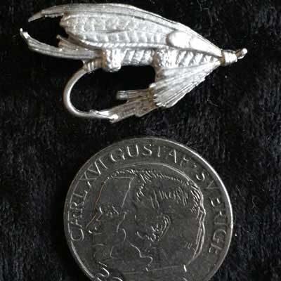 Pins laxfluga. handgjort i tenn med mycket fina detaljer