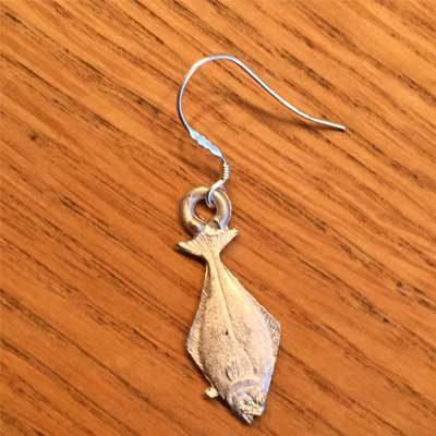 örhänge smycke liten hälleflundra örjansfiske arcticart