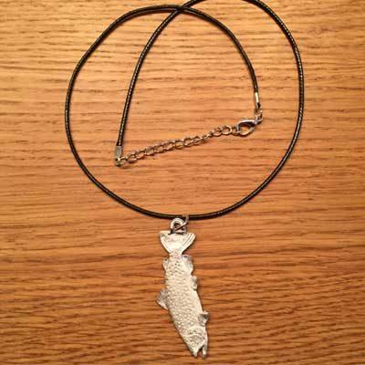 halsband stor öring örjansfiske tennfigur arcticart