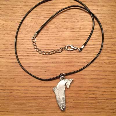 halsband hoppande öring örjansfiske tennfigur arcticart